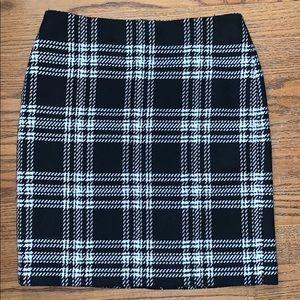 TALBOTS plaid wool skirt size 10 black & cream